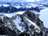 Pohľad z Galdhopiggenu na ,,Domov obrov,, pohorie Jotunheimen...
