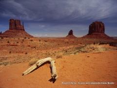 Monument Valley - údolie monumentov...