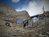 V base campe pod sedlom Thorong La 4400 m.n.m...
