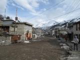 A už sme takmer v Tibete, stará dedinka Pisang...