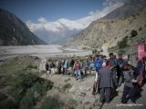 Cesta dole údolím rieky Kali Gandaki miestnym autobusom...