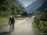 73 kilometrový zjazd najhlbším údolím sveta na bajkoch...