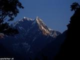 Hora Nilgiri z dedinky Tatopani, naše posledné ráno v Himalájach...