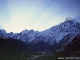 Východ slnka nad Machapuchre...