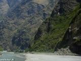 V zelenom údolí rieky Marsyagdi Khola...