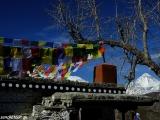 Dhaulagiri zo strechy budhistického kláštora...