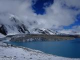 Božské jazero Tilicho Lake vo výške 4900 m.n.m.....
