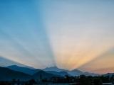 Východ slnka nad Pokharou...