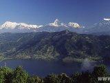 Hrebeň Himaláji nad Pokharou...