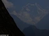 Posledné ráno v Himalájach hora Nilgiri z dedinky Tatopani...