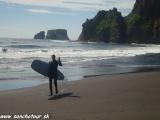 Miestny surfista...