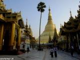 Najposvätnejšia pagoda v Barme - Schwedagon Paya v Yangone je naozaj úžasná...
