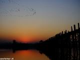 Východ slnka pri moste U Bein bridge je zážitok...