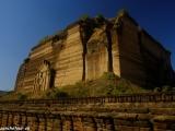 A základy najväčšej pagody na svete...