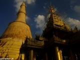 Najvyššia pagoda v Barme leží v meste Bago a je samozrejme tiež pozlátená...