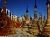 Stáročné budhistické chrámy v okolí jazera Inle lake...