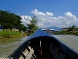 Plavba loďou po jazere Inle Lake je zážitok aj exkurzia v inej realite v jednom..
