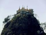 Mt. Popa - miestny Olymp, sídlo duchov s kláštorom Taungkalat...