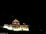 Paro dzong v noci...
