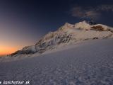 A ráno v priesmyku Dhampus Pass...