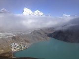 A pohľad z vrcholu kopca Gokyo Peak...