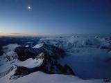 Ráno o 5.00 vyrážame zo zimnej izby chaty Erzog Johann Hutte...
