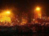 Večerné rituály na Gange vo Varanási...