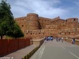 Pred bránou do pevnosti Agra...