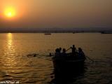 Ráno na rieke Ganga....