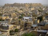 Púštne mesto z rozprávky 1000 a jednej noci - Jaisalmer v púšti Thár...