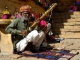 Miestny hudobník ľudovej hudby....