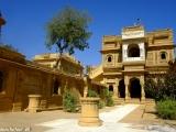 Krásny džinistický chrám v oáze púšte Thár...