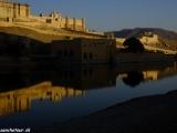 Východ slnka nad pevnosťou Amber pri Jaipure...