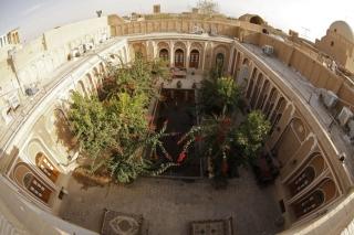 Nádvorie nášho hotela v Yazde...