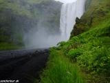 Vodopád Skogafoss na juhu Islandu...