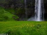 Blízky vodopád Seljalandfoss...