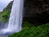 Vodopád Seljalandfoss  ktorý sa dá obísť dookola...