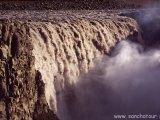 Dettisfossen, najvodnatejší vodopád Európy...