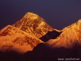 Západ slnka nad M. Everestom...