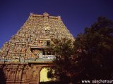 Južná India - nádherne namaľované a vyzdobené Gopury.