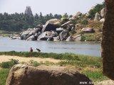 Krajina pri rieke  Tungabhadra je neskutočná krásna.. .