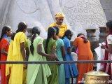 Shravanabelagola –  požehnanie pre šťastie v podobe červenej bodky na čelo ,,tikka,,...