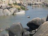 Hampi – plavba cez  rieku Tungabhadra...
