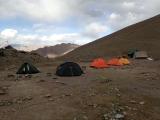 Base Camp pod našou šesť tisícovkou Stok Kangri...