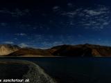 Pri jazere Pangok Tso...