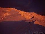 Západ slnka nad chatou Gouter...