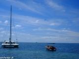 Plavba popri pobreží na katamaráne je tiež zážitkom...