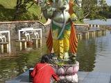 Posvätné hinduistické jazero Grand Bassin...