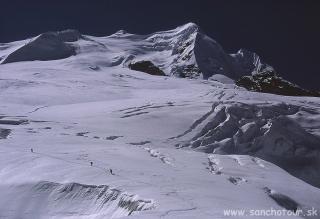 Pohľad na Mera Peak zo sedla Mera La...