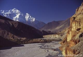Údolie rieky Khali Gandaki...